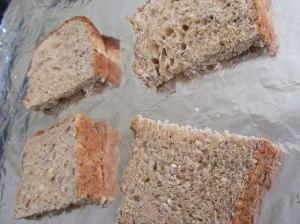 выкладываем-хлеб-на-противень