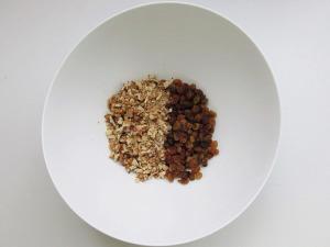 грецкие-орехи-и-изюм