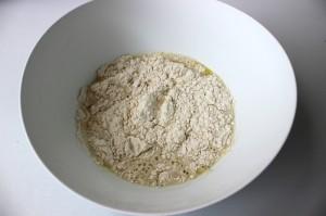 добавляем мокрые ингредиенты