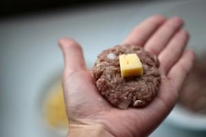 добавляем сыр в середину