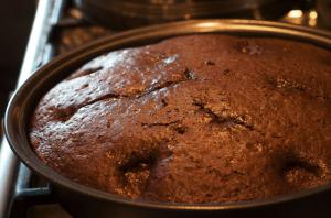 вынимаем-пирог-из-духовки
