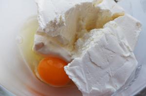 добавляем-к-творогу-яйцо