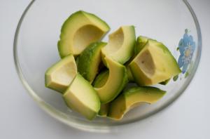 нарезаем-авокадо